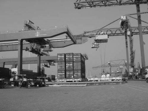 """Рис 4 Система транспортирования контейнеров  """"консоль-консоль """" на терминале RST.  До недавнего времени производители..."""